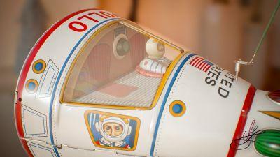 apollo_starship_tin_toy_masudaya_cockpit_right